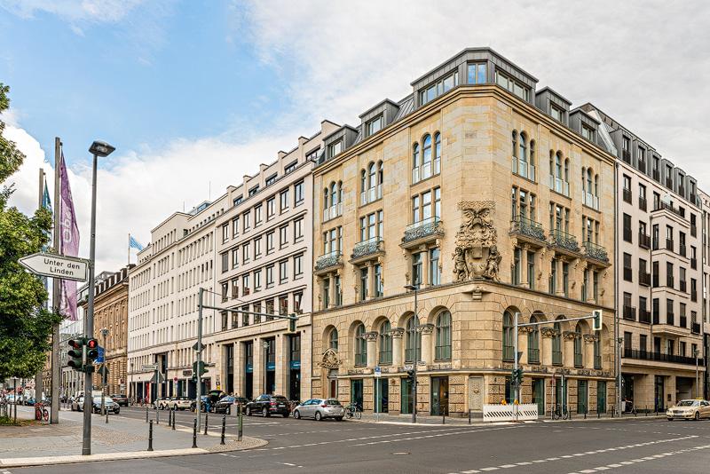 Gebäude an der Behrenstraße Oben: Beisheim-Center mit Ritz-Carlton am Potsdamer Platz