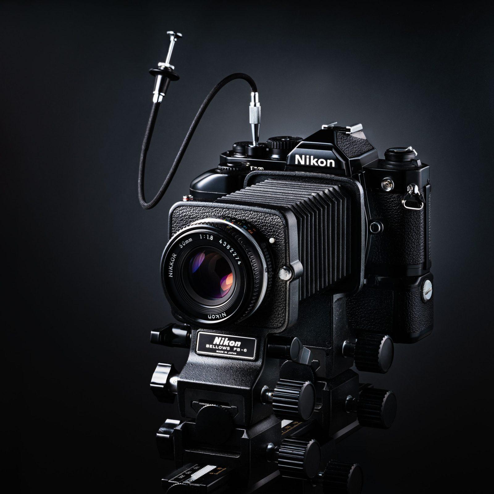 Nikon FM-2 an PB-6